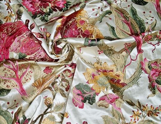 Kami peduli akan hasil akhir printing kain, dengan itu kami menyediakan katalog sample yang dapat Anda pesan terlebih dahulu untuk melihat hasil printing dan jenis kain